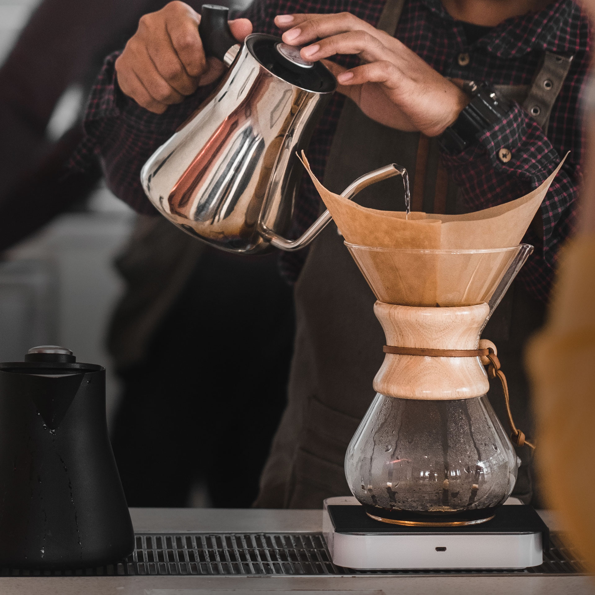 Brewing coffee in a Chemex